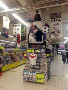 Auchan--Villeneuve-Dascq-Fifa-Messi-fcb-fc-barcelone-game-jeux-video-implantation-holiprom