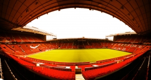 old-trafford-manchester-united-supporter-football-soccer-holiprom