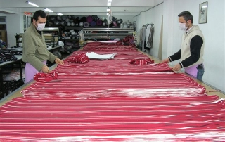 abric-Laying-Cutting-textile-factory-usine-creation-couture-holiprom.