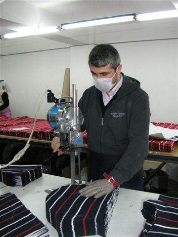 Atelier de confection table de coupe textile