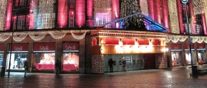 printemps-grands-magasins-implantation-noel-vitrine-holiprom